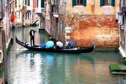 Venice09-150 RainyDayGondolier